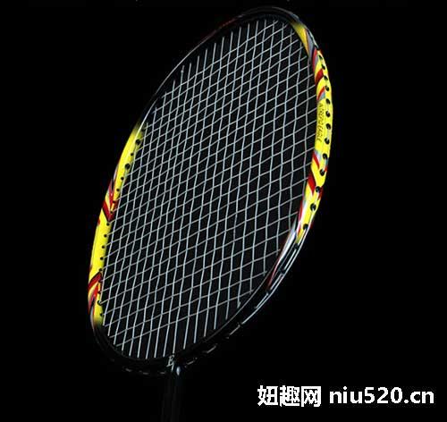 如何选羽毛球拍
