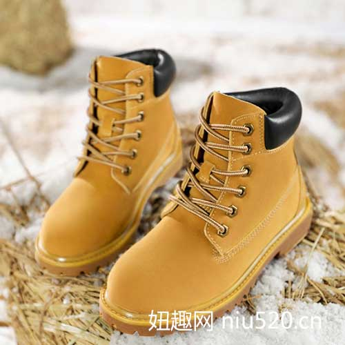 大黄靴适合什么时候穿合适,徒步时能穿吗?